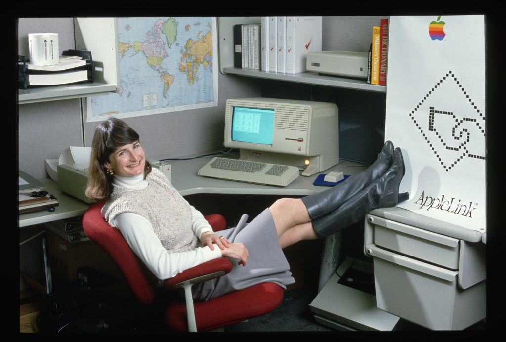Ellen Nold, the manager for support programs for the Apple Link program at Apple Computer, in 1986. On her desk sits a Lisa, the first consumer-oriented personal computer to use a graphical user interface. Many of its features were incorporated into the Macintosh. (Photo by Roger Ressmeyer/Corbis/VCG via Getty Images)