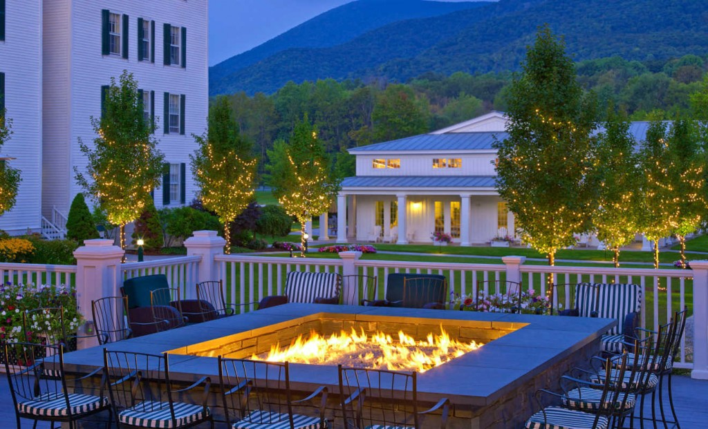 lux3382ag-158039-Vermont-Hotel-Falcon-Bar-Fire-Pit-1320x800