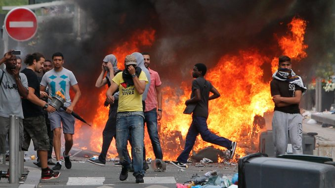 paris-riots-le-pen-678x381